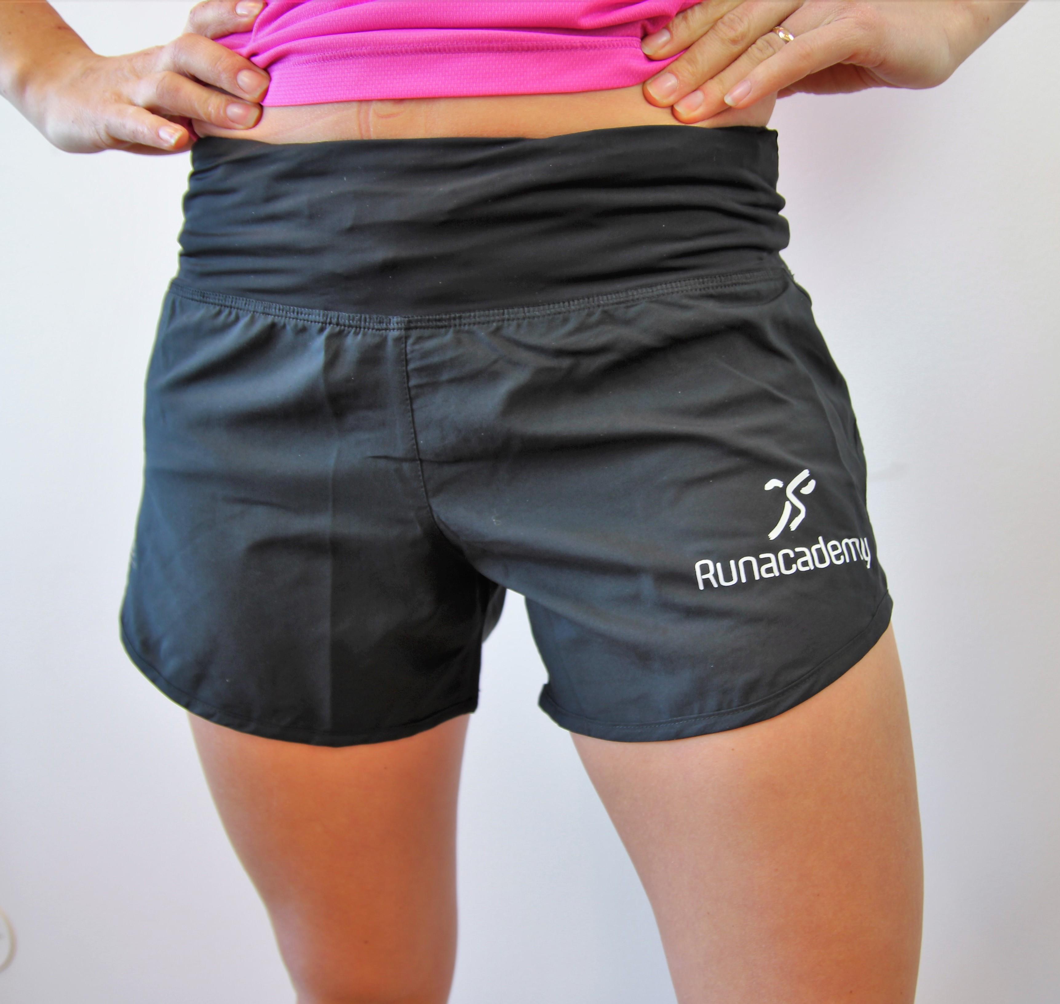 svarta shorts fram