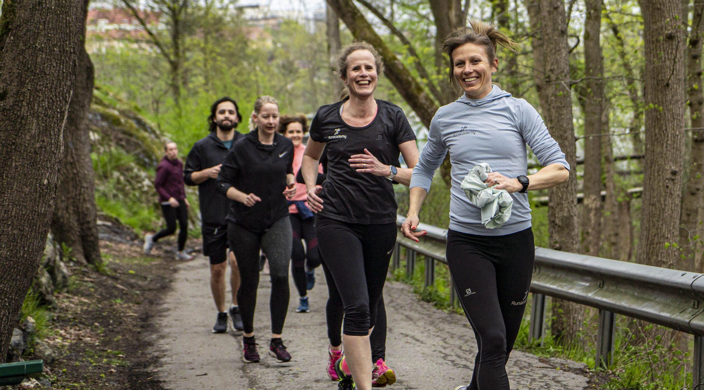 Löpning - Glada människor springer